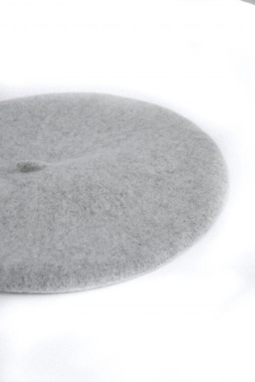 Grey baret muts